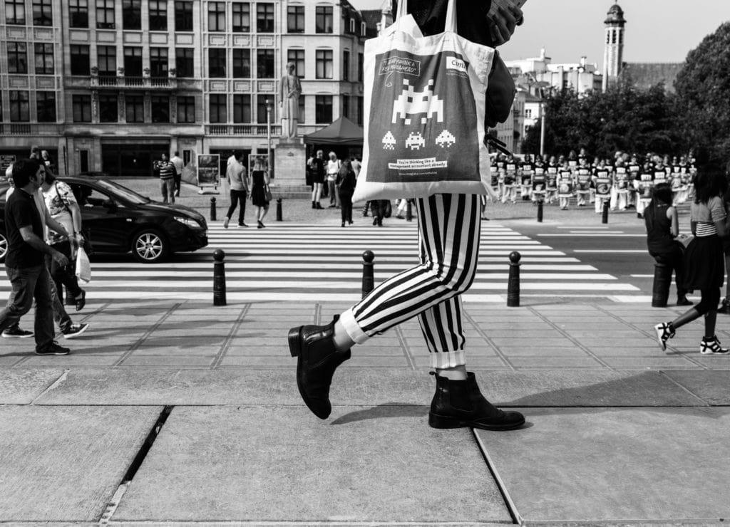 Streetphotography Brussels #ludovica #spontanefotografie #blackwhite #belgianphotographer #antwerpphotographer #straatfotografie #streetphotography #bnw #monochrome #ig_streetphotographer #beststreets #streetphoto #street_photographer #nikon #sony